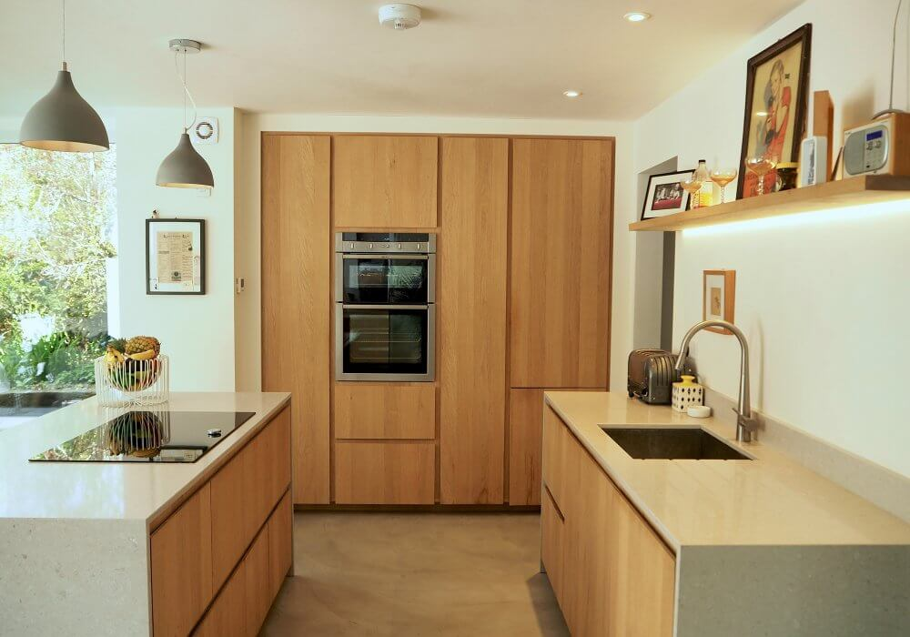 oak handleless kitchen