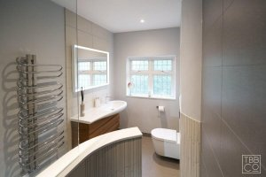 The Brighton Bathroom Company - Dramatic ensuite with curved features